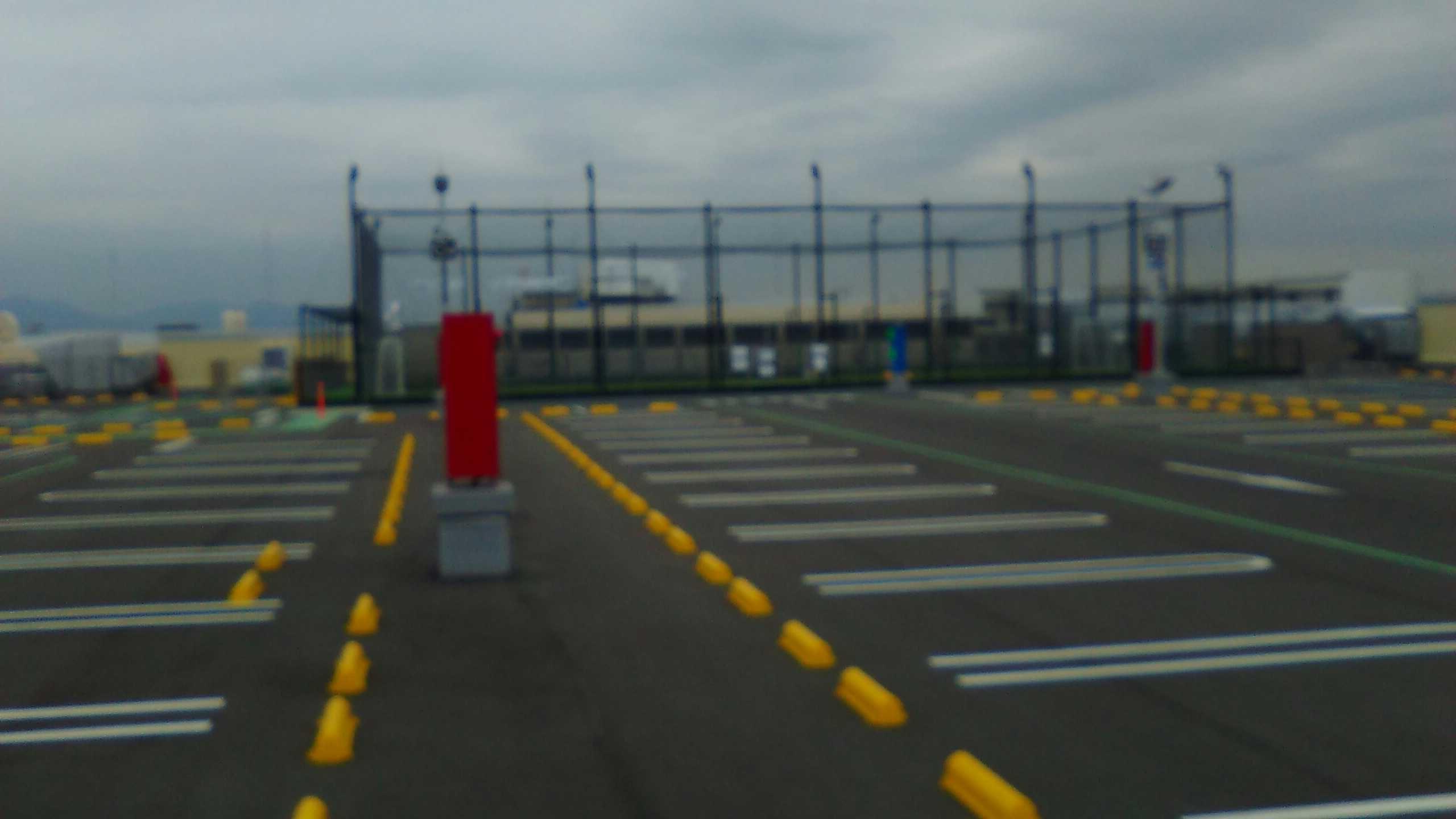 屋上駐車場。フットサルコートは・・・