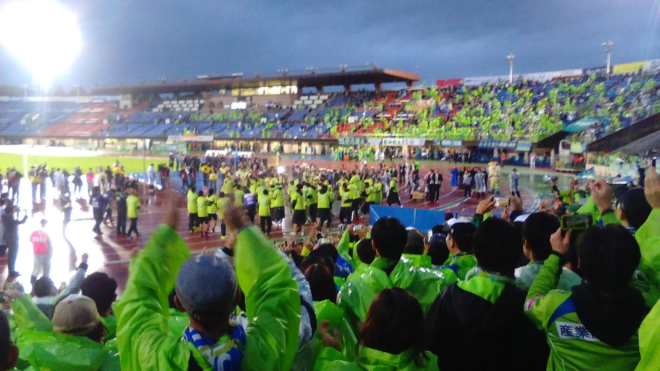 湘南ベルマーレ、歓喜のJ2優勝をホームBMWスタジアムで